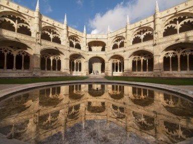 12116731-el-monasterio-de-los-jeronimos-mosteiro-dos-jeronimos--ubicado-en-el-distrito-de-belem-de-lisboa-por