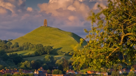 nature-landscapes_hdwallpaper_glastonbury-castle-town-engl_22651