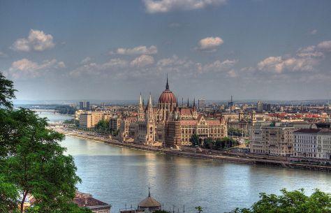 1280px-Budapest_Parlament_Building