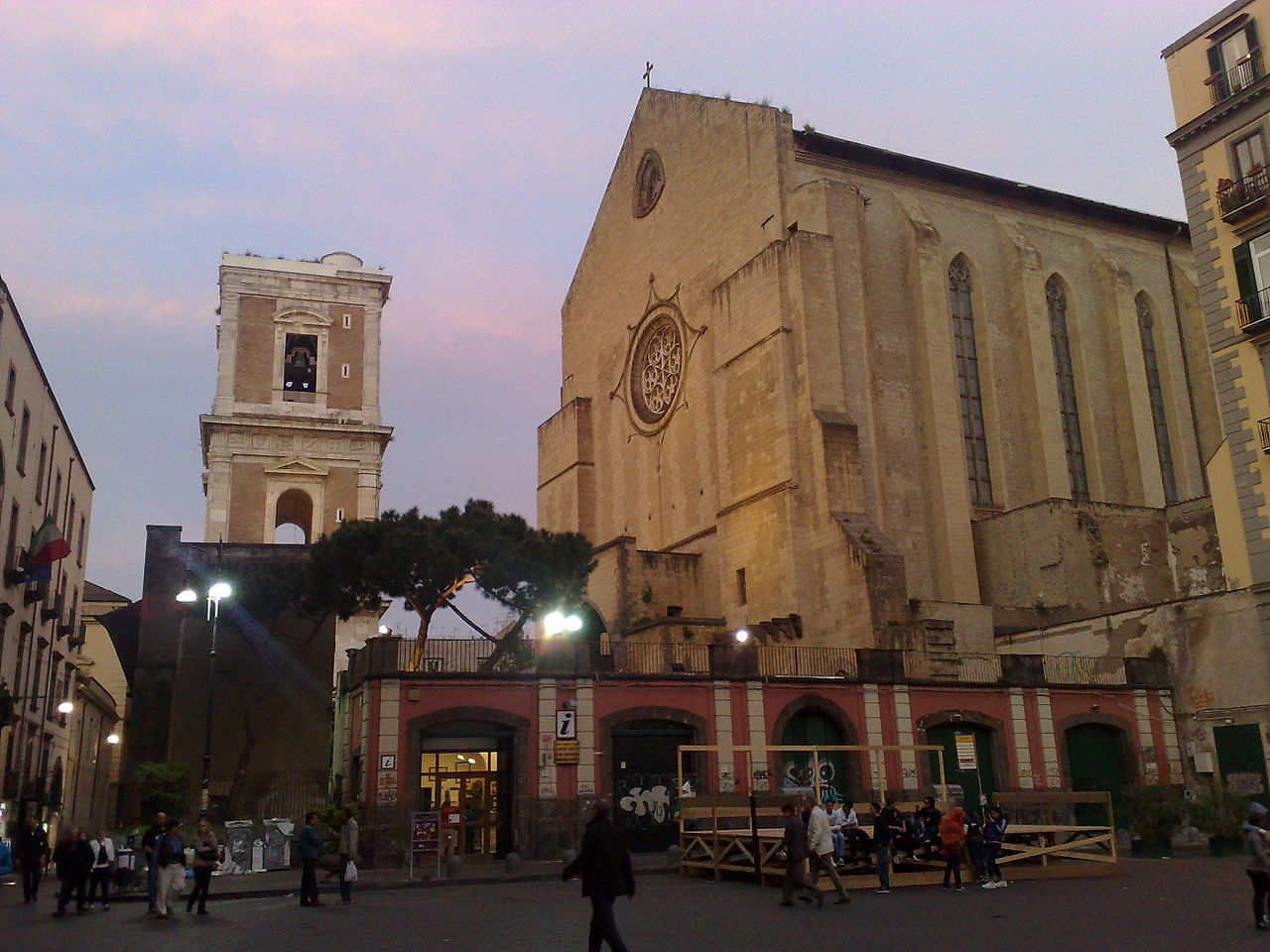 1280px-Monastero_di_SantaChiaraNaples