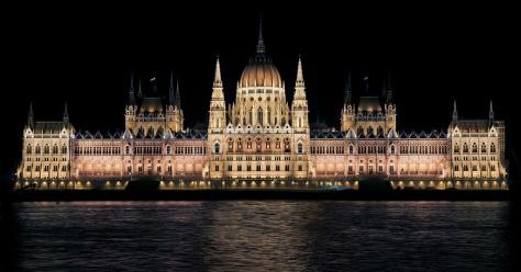 Budapest-Parlamento-1024x537