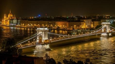 Budapest-ponte-delle-catene-1024x572